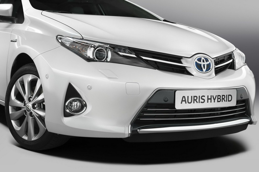 toyota auris ii n 1 des compactes hybrides auto. Black Bedroom Furniture Sets. Home Design Ideas