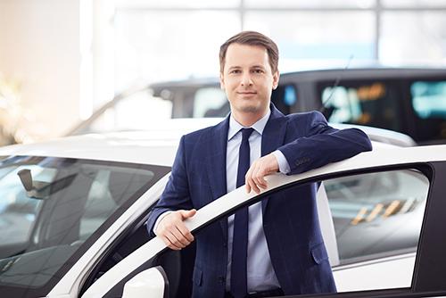 vendeur voiture neuve professionnel