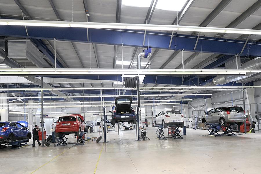 L'usine de reconditionnement de véhicules d'occasion d'Aramis Auto