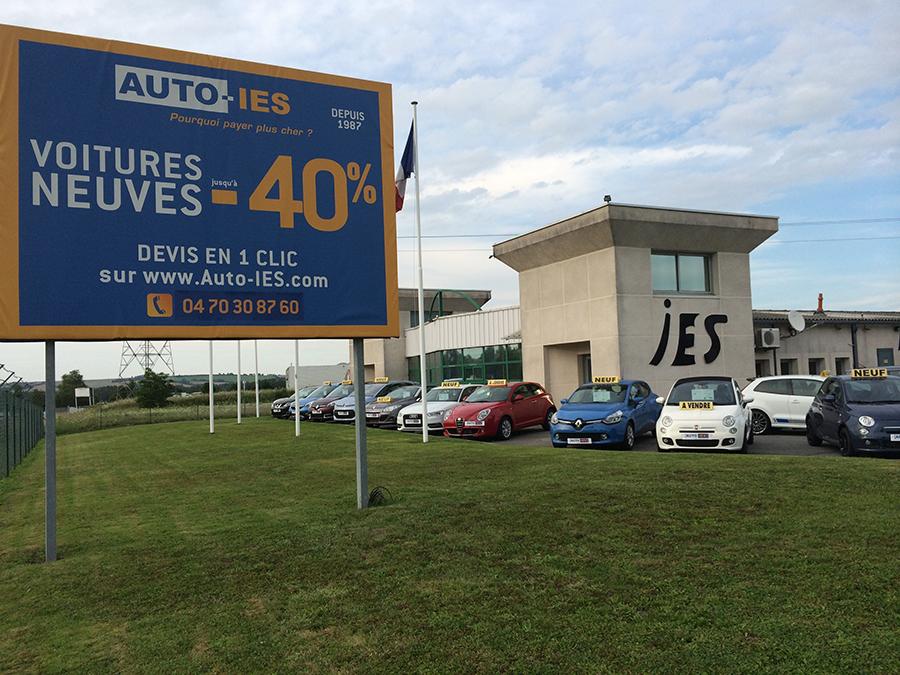 L'entrée du magasin d'Auto-IES