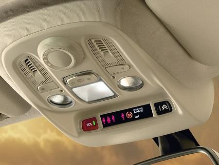 Les deux boutons Citroën eTouch sur le plafonnier