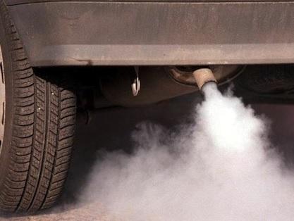 Gaz dont le CO2 émis par le pot d'échappement