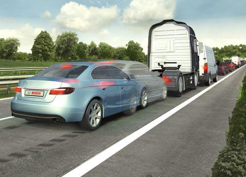 Le freinage automatique est utile en ville ainsi qu'en dehors