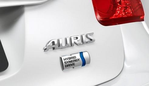 """Logo """"HSD"""" à l'arrière d'une Toyota Auris hybride"""