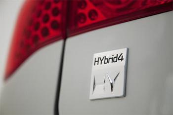 Logo HYbrid4 sur l'arrière d'une Peugeot 3008