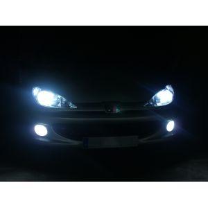 Des phares xénon montés sur une Peugeot 206
