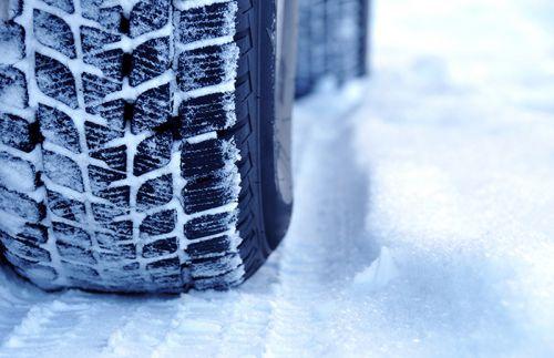 Les sculptures d'un pneu hiver sont différentes.