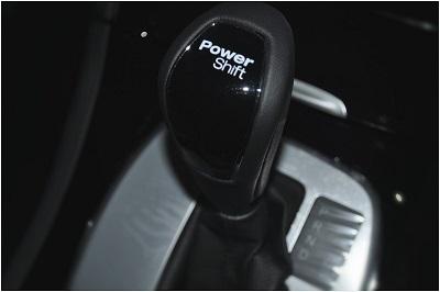 """Levier de vitesse avec l'inscription """"Powershift"""""""