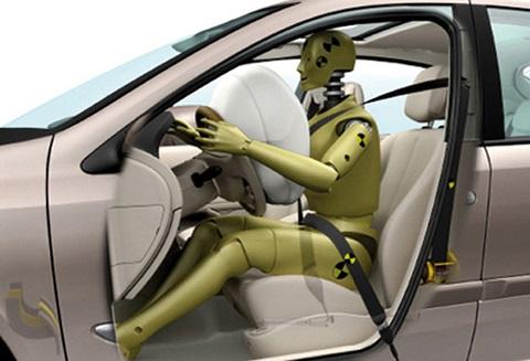 Airbag et prétensionneur agissent conjointement
