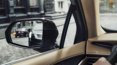 Le voyant indique la présence d'un véhicule dans l'angle mort