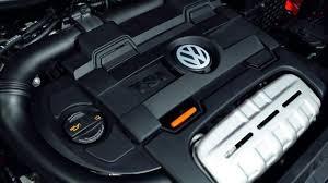 Moteur TSI sous le capot d'une voiture Volkswagen